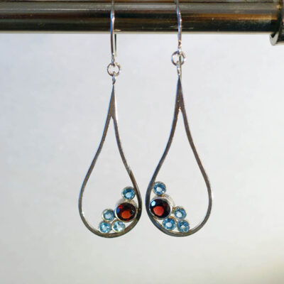010NDJ-bubbles-earrings-teardrop-narrow-garnet-london-blue-topaz