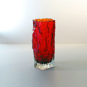 Iittala-tapio-wirkkala-red-ice-bark-crystal-vase