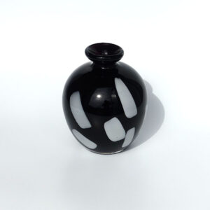round-post-modern-black-art-glass-bud-vase