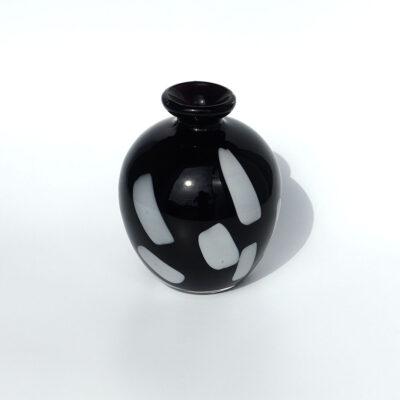 round-post-modern-black-art-glass-bud-vase