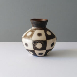 peruvian-mod-abstract-dot-terracotta-vase-2