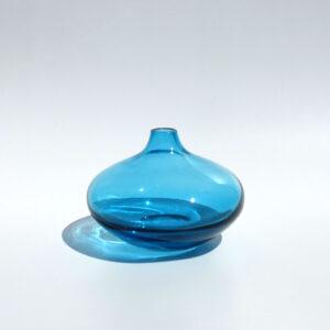 short-salong-blue-blown-glass-vase