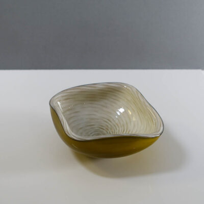 barbini-style-art-glass-bowl-with-gold-inclusions