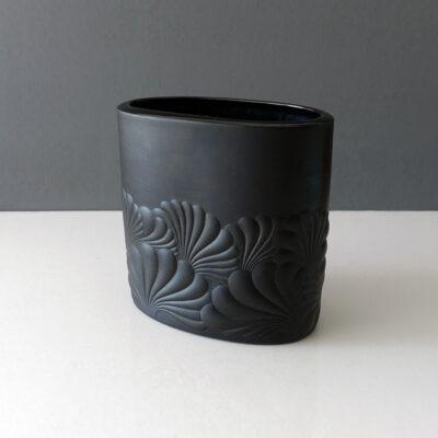 rosenthal-studio-linie-matte-black-porcelain-op-art-vase