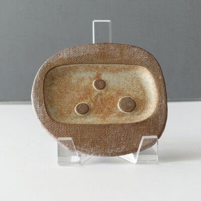 joseph-mitrani-studio-pottery-soap-dish-neutral