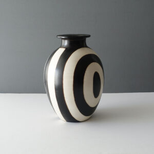 large-black-white-chulucanas-peru-pottery-vase