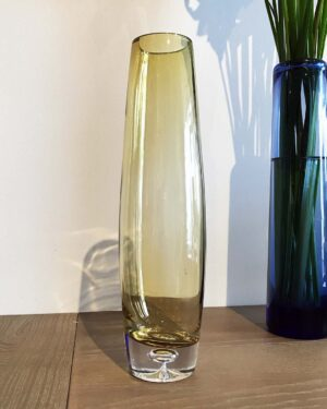 2018-047-Aseda-Glasbruk-pale-yellow-swelled-vase2