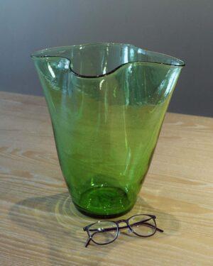 2018-052-green-handkerchief-vase-vintage