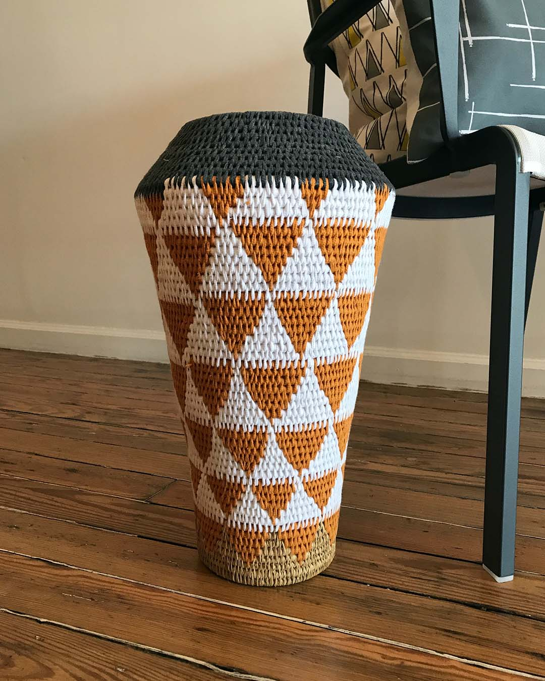 8 072 African Basket Floor Vase Ray