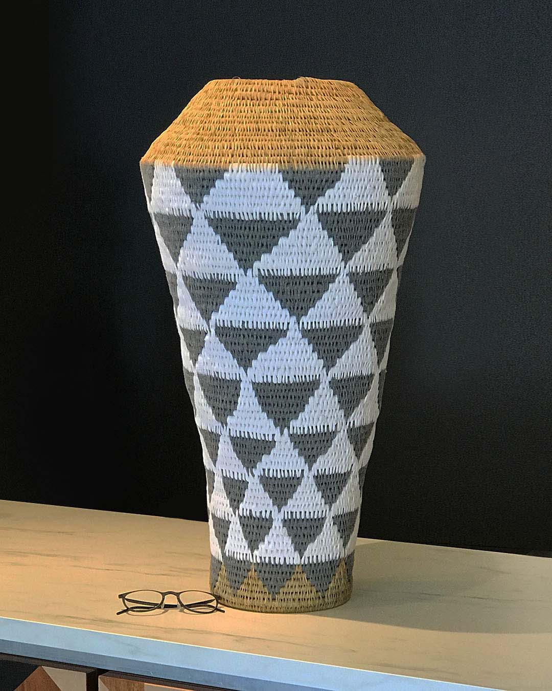 8 073 African Basket Vase Large Ray