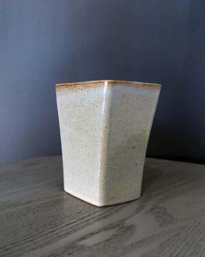 2018-290-ballard-vermont-gray-vase-planter
