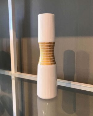 2018-319-thomas-porcelain-hourglass-bud-vase