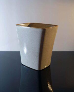 2018-380-ballard-vermont-panter-vase-light-gray