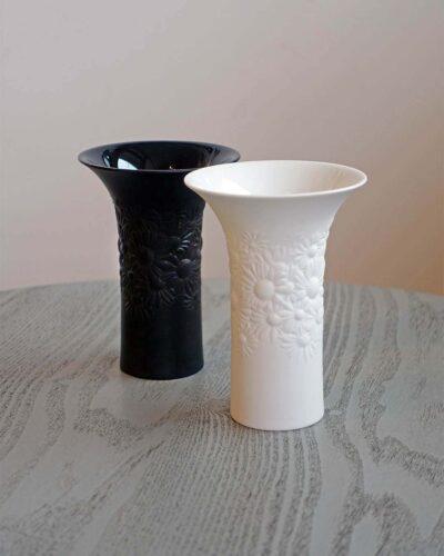 2018-392-rosenthal-daisy-vase-in-black-or-white