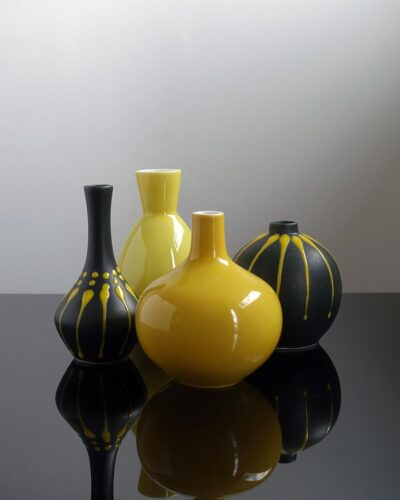 2018-427B-group-of-yellow-bud-vases
