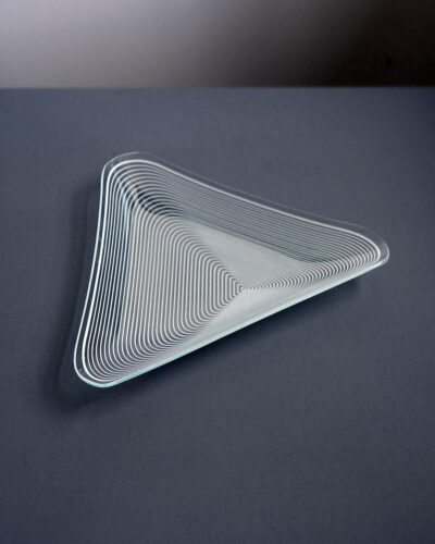 2018-436-triangular-Lausitzer-Glas-Kristall-GDR-op-art-bent-glass-dish
