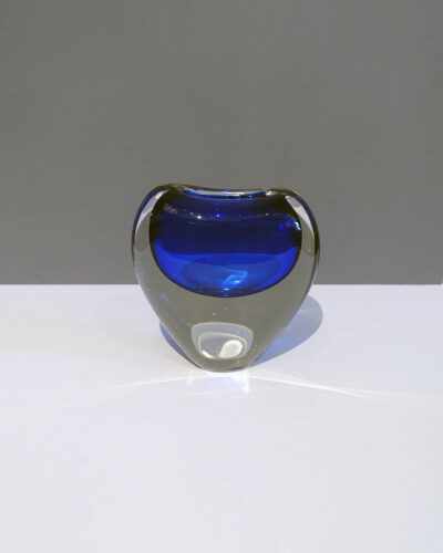cobalt-blue-cased-glass-vase-sculpture-art-glass-1