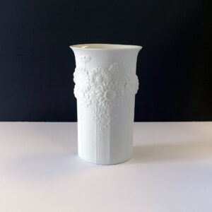kaiser-white-bisque-porcelain-vase-flowers2