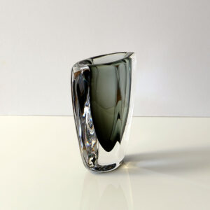 diamond-shaped-cased-art-glass-vase-2