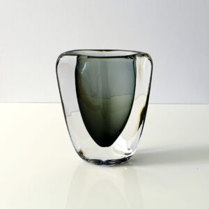 diamond-shaped-cased-art-glass-vase
