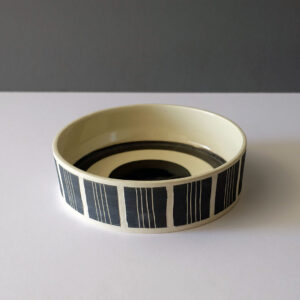 low-flat-striped-black-white-concentric-bowl