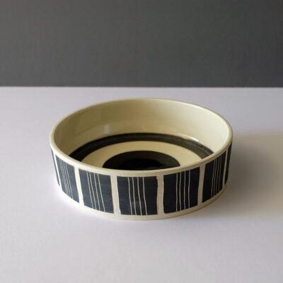 low-flat-striped-black-white-concentric-bowl