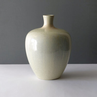 large-scandinavian-style-ceramic-vase