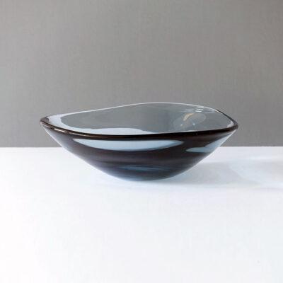 whitefriars-tricorn-gray-style-9526-centerpiece
