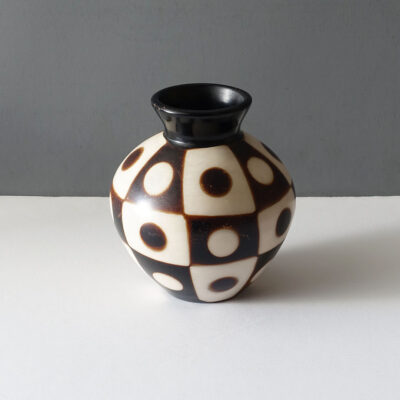 chulucanas-peru-matte-checked-dot-vase