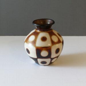 chulucanas-peru-checked-dot-vase-lighter