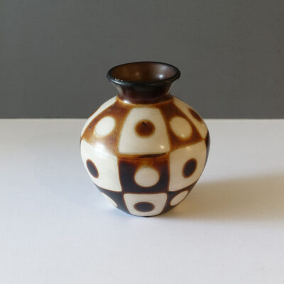 chulucanas-peru-checked-dot-vase-lighter
