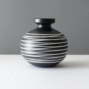haeger-multidirectional-round-vase-01